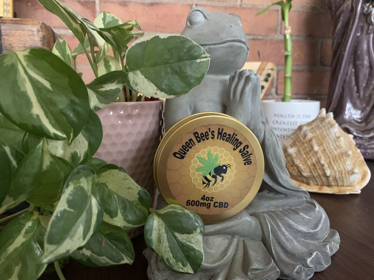 QUEEN BEES HEALING SALVE (600mg/4oz)